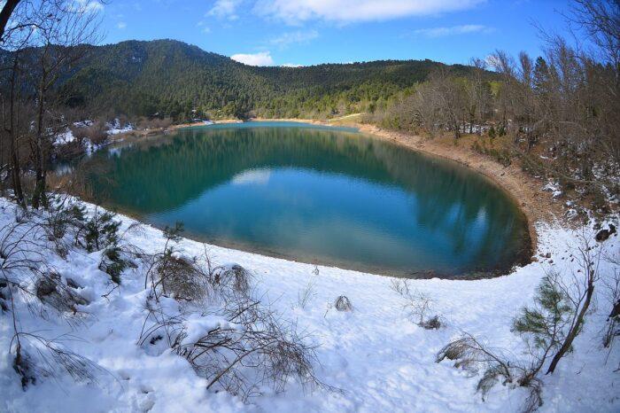 Tsivlos_Lake_Mountain_Chelmos